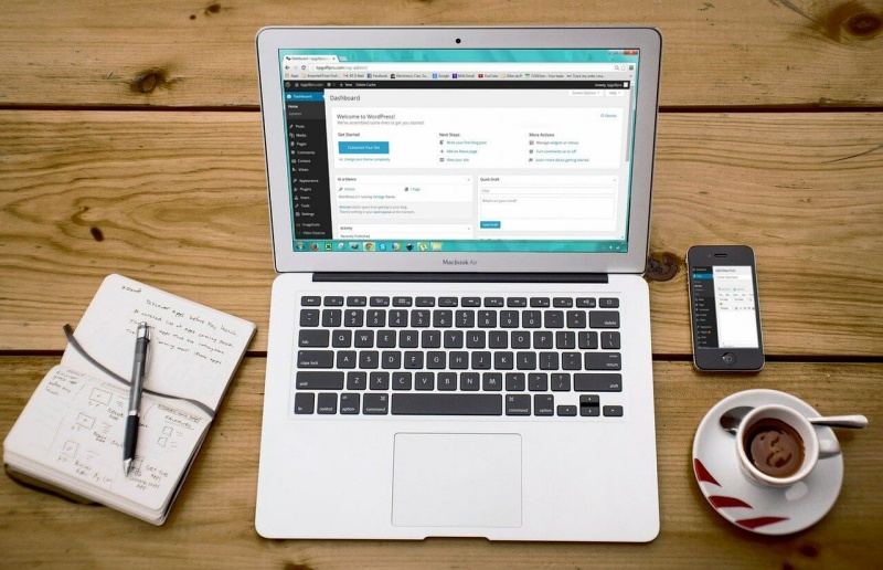 Brauche ich eine eigene Website für mein Coaching-Business oder reicht es auf Social Media aktiv zu sein?